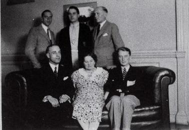Londoni Eesti Seltsi juhatus ajavahemikul 1920–1940. Istuvad vasakult: esimees E. Johanson, Rixon, Kask, seisavad Saar, Kallas, Bergmann. Foto: Rahvusarhiiv