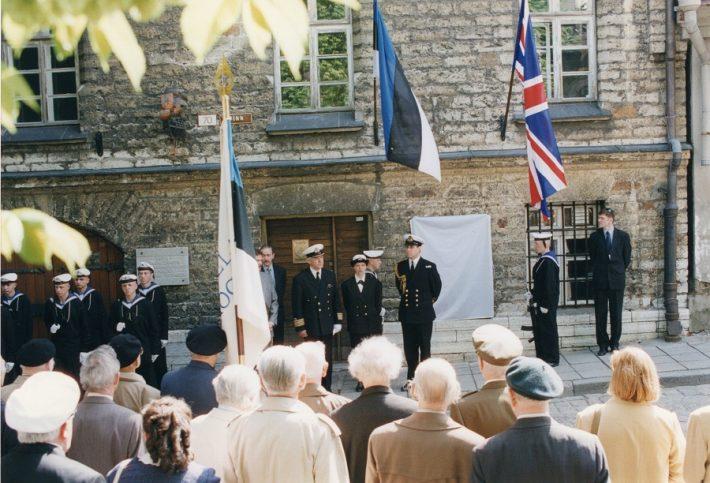Mälestustahvli avamine. Foto: välisministeeriumi arhiiv
